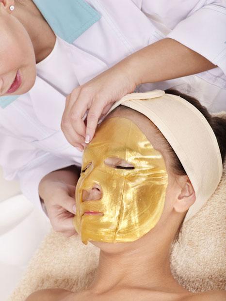 Gold-mask-621